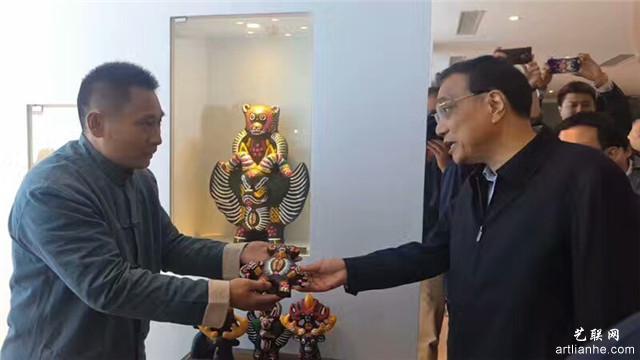 11国务院总理李克强评价其作品.jpg